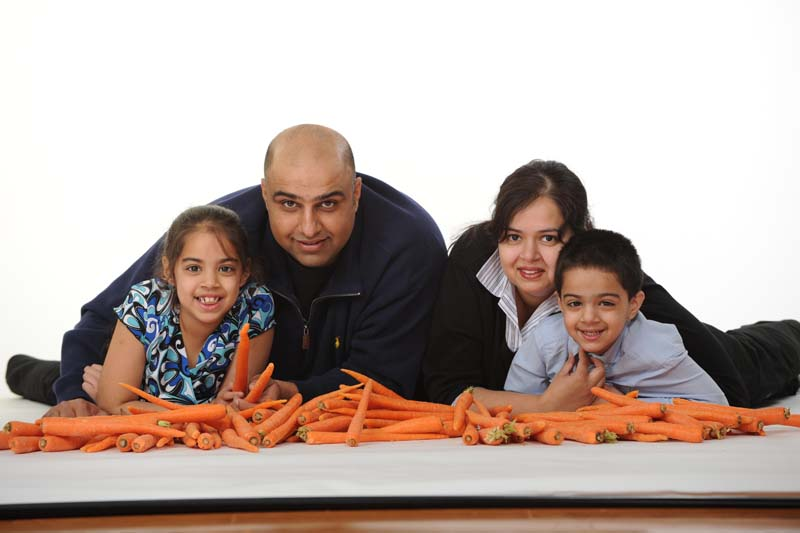 family_with_carrots